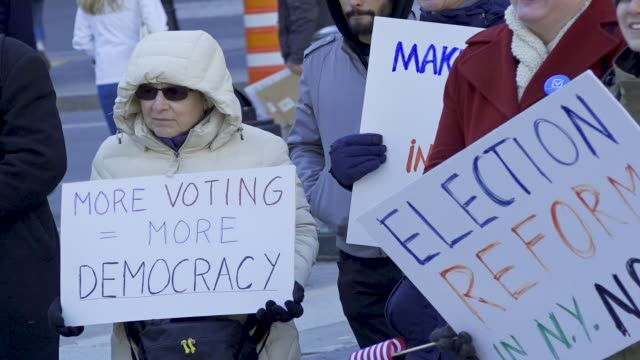 supporters of early voting rallied at foley square in downtown manhattan urging albany to include ny state among the 37 states that have early voting... - stati del mid atlantic usa video stock e b–roll