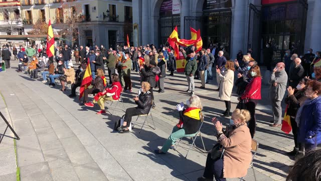 stockvideo's en b-roll-footage met supporters of franco attend a rally commemorating the 45th anniversary of spain's former dictator general francisco franco's death at plaza de... - pardo