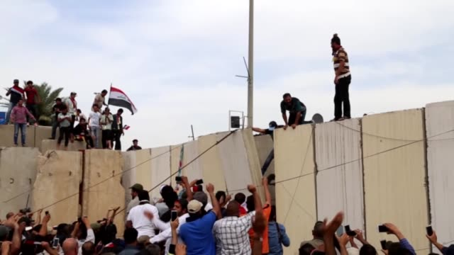 supporters of iraqi shia cleric muqtada alsadr enter the baghdad's heavilyfortified green zone which houses iraqi state institutions and foreign... - muqtada al sadr video stock e b–roll
