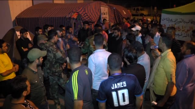 supporters of iraqi shiite cleric muqtada alsadr continue their sitin at the entrances to the green zone which houses the prime minister's office and... - muqtada al sadr video stock e b–roll