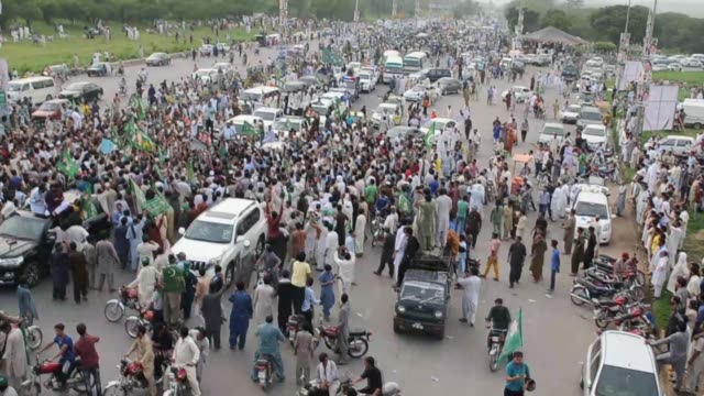 Supporters of Nawaz Sharif former Prime Minister and leader of ruling party Pakistan Muslim League Nawaz attend a rally to support Sharif in...