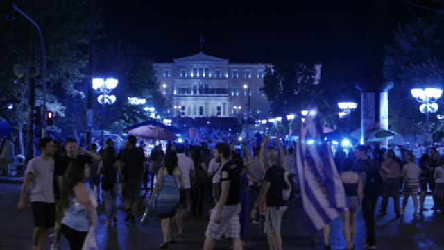 "vidéos et rushes de 'supporters of ""no"" gather in syntagma square on the night that the referendum results over bailout terms were announced. front view of greek... - athens greece"
