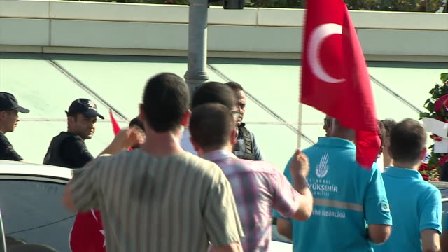 Supporters of President Recep Tayyip Erdogan in Istanbul after the failed military coup