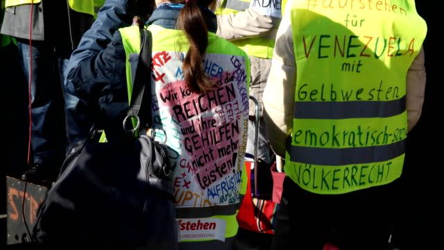 """supporters of the new left-wing """"stand up"""" movement gather at a demonstration at potsdamer platz on february 16, 2019 in berlin, germany. founded by... - links platz stock-videos und b-roll-filmmaterial"""