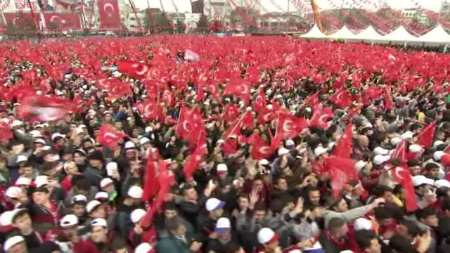 Supporters of Turkish President Recep Tayyip Erdogan at a political rally in Sakarya