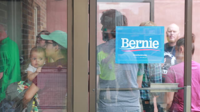 vídeos de stock, filmes e b-roll de supporters overflow as senator bernie sanders, who is running for the democratic nomination for president of the united states, speaks during the... - bernie sanders