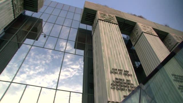vidéos et rushes de supreme court building - varsovie