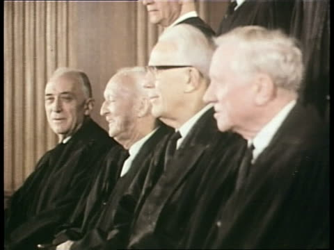 supreme court justices pose for a picture in 1968 - oberstes bundesgericht der usa stock-videos und b-roll-filmmaterial