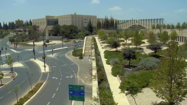 ws ha pan supreme court of state of israel in new city of jerusalem / jerusalem, israel - corte suprema palazzo di giustizia video stock e b–roll