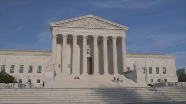 supreme court of the united states, washington dc, united states of america, north america - palazzo di giustizia video stock e b–roll