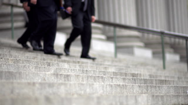 stockvideo's en b-roll-footage met nyc supreme court stairs - gerechtsgebouw