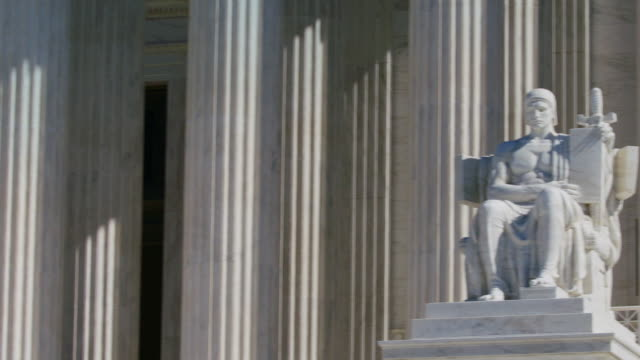 us supreme court-statue - oberstes bundesgericht der usa stock-videos und b-roll-filmmaterial