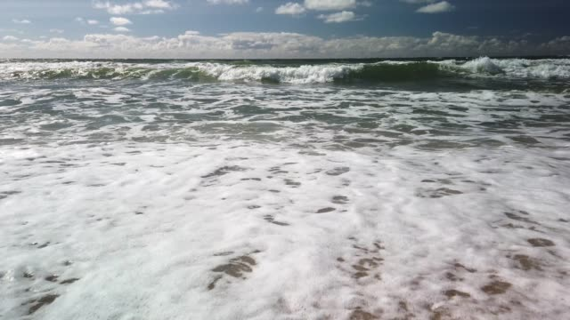 surf waves on the beach of sylt - tina terras michael walter stock-videos und b-roll-filmmaterial