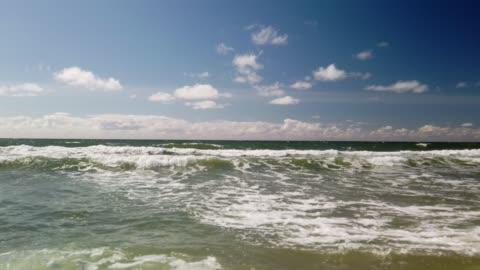 surf waves on the beach of sylt - wellen am strand von sylt - nordsee stock-videos und b-roll-filmmaterial