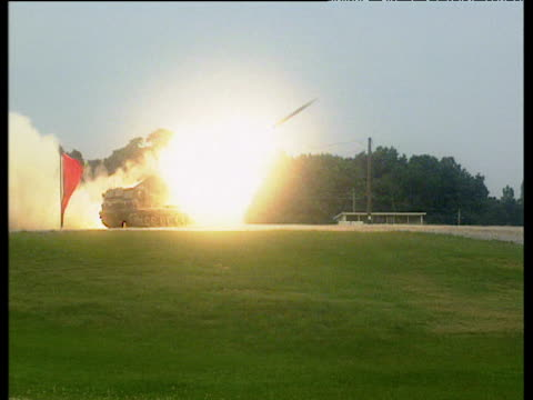 surface to air missile fired from tank fort knox - kampfpanzer stock-videos und b-roll-filmmaterial
