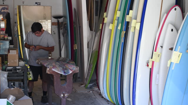surfboard manufacturing at r&d surf workshop in rockledge, fl, u.s. on tuesday, january 19, 2021. - workbench stock videos & royalty-free footage