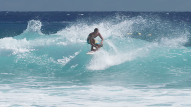 vidéos et rushes de surfer does maneuver on wave in slow motion, reunion - dom tom