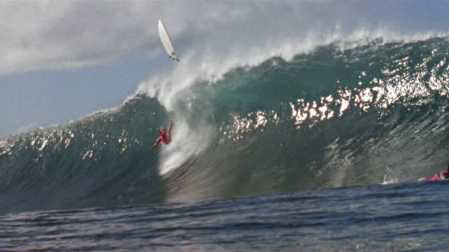 la ws surfer falling off surfboard as wave crashes down / hawaii - unknown gender stock videos & royalty-free footage