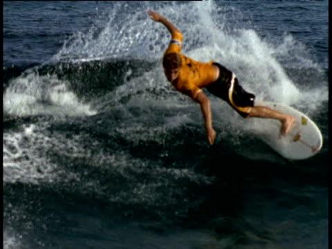 surfer rides wave indian ocean - eskapismus stock-videos und b-roll-filmmaterial