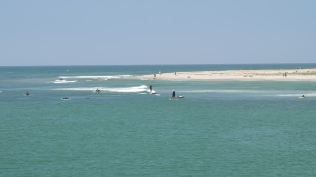 vidéos et rushes de surfers on malibu beach, malibu, california, united states of america, north america - malibu