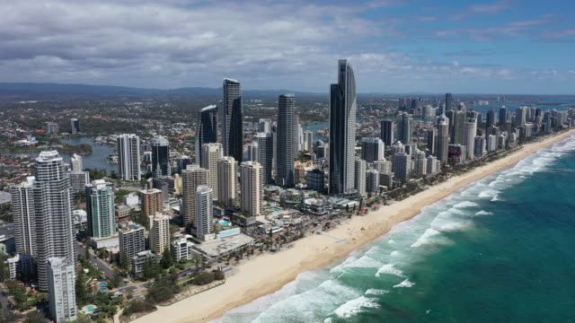 surfers paradise beach / gold coast, queensland, australia - queensland stock videos & royalty-free footage