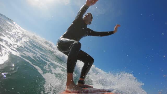 stockvideo's en b-roll-footage met surfen in californië - watersport