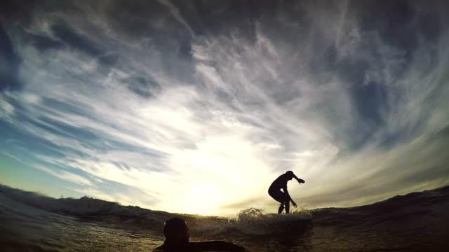 vidéos et rushes de surf pov avec caméra embarquée: du longboard - planche de bois