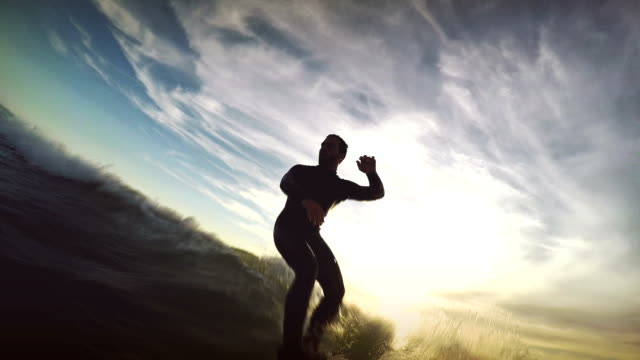 surfing pov with action camera: on the longboard - dusk bildbanksvideor och videomaterial från bakom kulisserna
