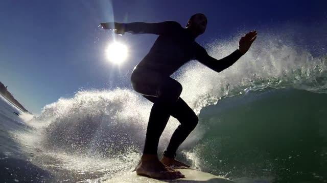 vídeos de stock, filmes e b-roll de de surfe - surf