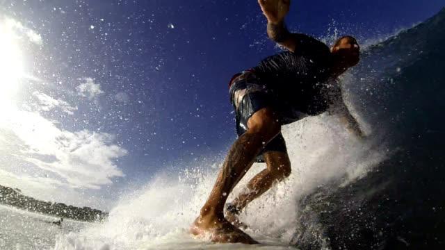 vídeos y material grabado en eventos de stock de práctica de surf - bañador de natación