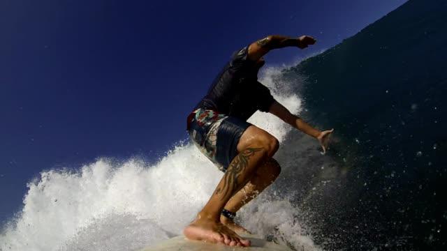 サーフィンをする - サーフパンツ点の映像素材/bロール