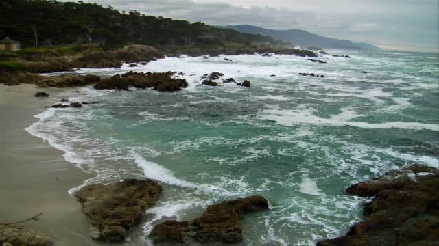 vidéos et rushes de ha, pan, surfs breaking on coastline, mile beach, big sur, california, usa - océan pacifique nord