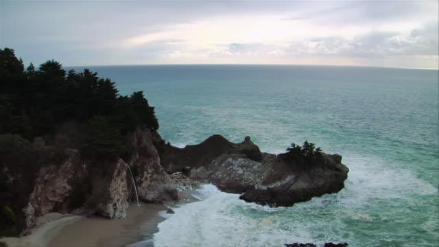 HA, TD, Surfs breaking on coastline,  Pfeiffer Beach, Big Sur, California, USA