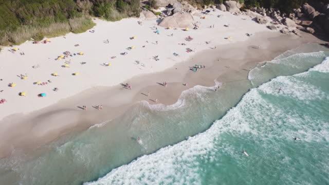 vidéos et rushes de le surf est en place - le cap