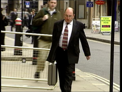 Surgeon on trial for manslaughter ITN London Surgeon Steven Walker arriving at the Old Bailey to face charges of manslaughter PULL
