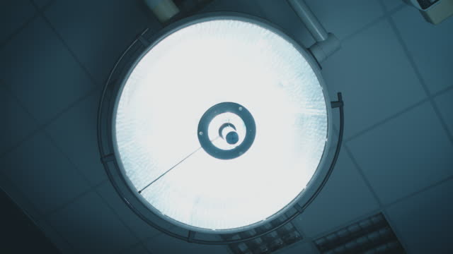 surgical light in operating room - illuminated stock videos & royalty-free footage