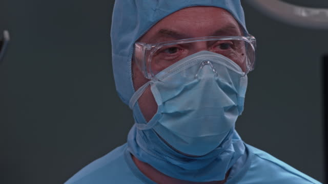 Surgical technologist and a surgeon's communication during a surgery