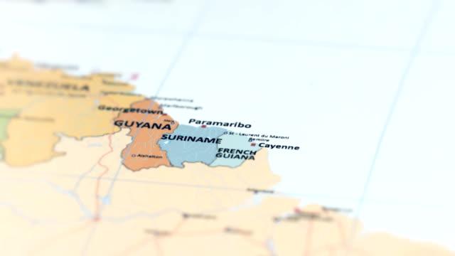 vidéos et rushes de amerique du sud suriname, guyane français sur la carte du monde - carte dom tom