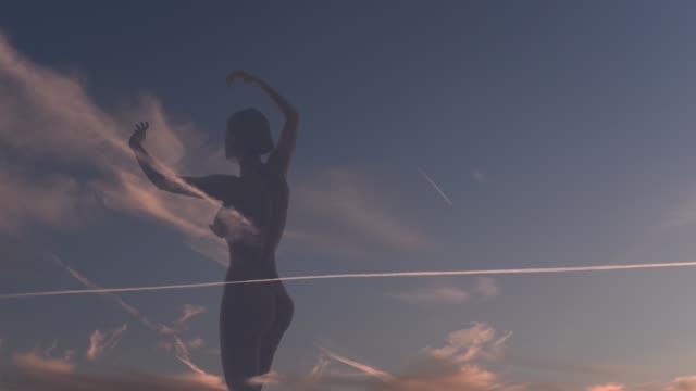 surreale tänzerin im sonnenuntergang himmel wolken - fkk stock-videos und b-roll-filmmaterial