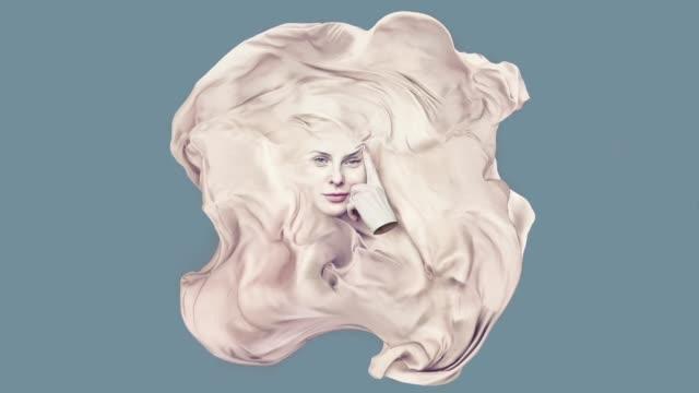 vídeos y material grabado en eventos de stock de retrato surrealista de las mujeres jóvenes - cubrir