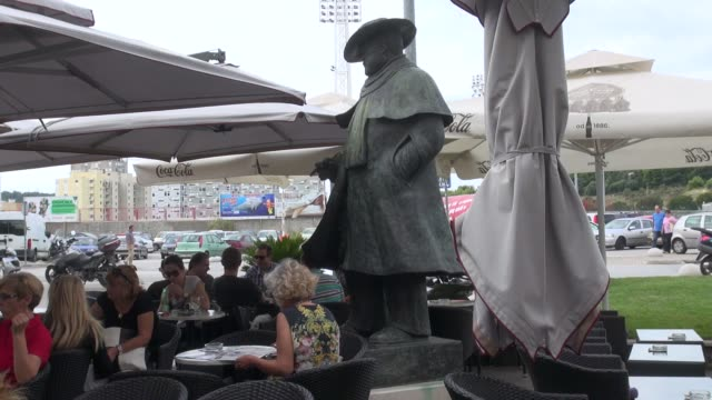 surrounded by people enjoying coffees etc. the statue was sculpted by oja kodar, a croatian actress, screenwriter and director, who was... - scriptwriter stock videos & royalty-free footage