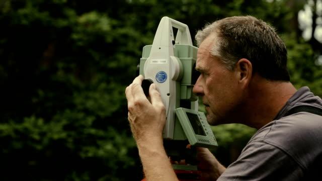 survey - trigonometrie stock-videos und b-roll-filmmaterial