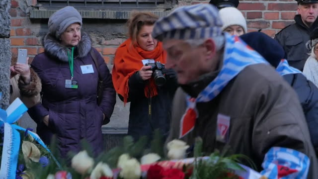 stockvideo's en b-roll-footage met surviving prisoners of auschwitz birkenau concetration camp lay wreaths at the camp to mark the 75th anniversary of the liberation of auschwitz - krans
