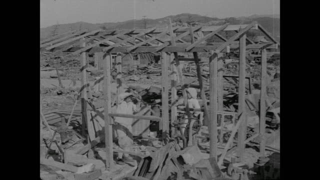 vídeos de stock e filmes b-roll de survivors of atomic bombing of hiroshima use debris and scrap to rebuild homes - reconstruir