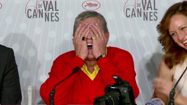 A sus 87 anos el comediante estadounidense Jerry Lewis sigue provocando la risa tal como lo demostro en el 66º Festival de Cannes durante la...