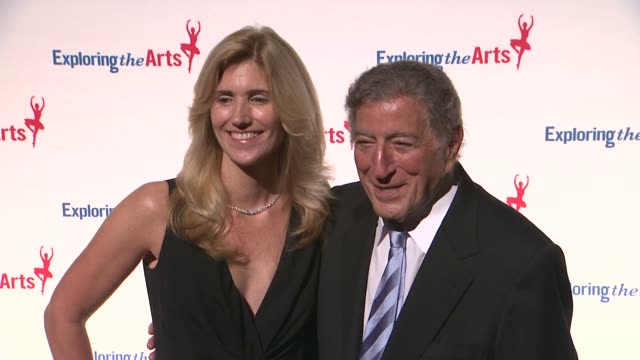 vídeos de stock, filmes e b-roll de susan benedetto and tony bennett at 6th annual exploring the arts gala at cipriani 42nd street on october 04 2012 in new york new york - tony bennett