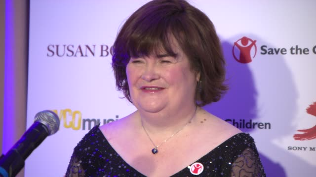 susan boyle at susan boyle press conference at sony music on october 28, 2013 in london, england. - スーザン ボイル点の映像素材/bロール