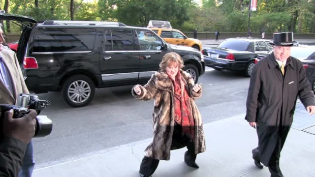 susan boyle shakes her groove thing at the ritz carlton hotel in new york 11/04/11 - スーザン ボイル点の映像素材/bロール