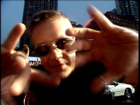 vídeos de stock, filmes e b-roll de susan sarandon and tim robbins and family are attending the 1999 mtv video music awards - 1999