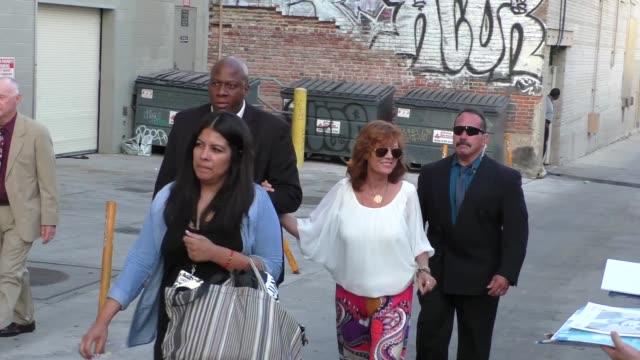 susan sarandon greets fans at jimmy kimmel live in hollywood - celebrity sightings on sept 9, 2015 in los angeles, california. - スーザン・サランドン点の映像素材/bロール